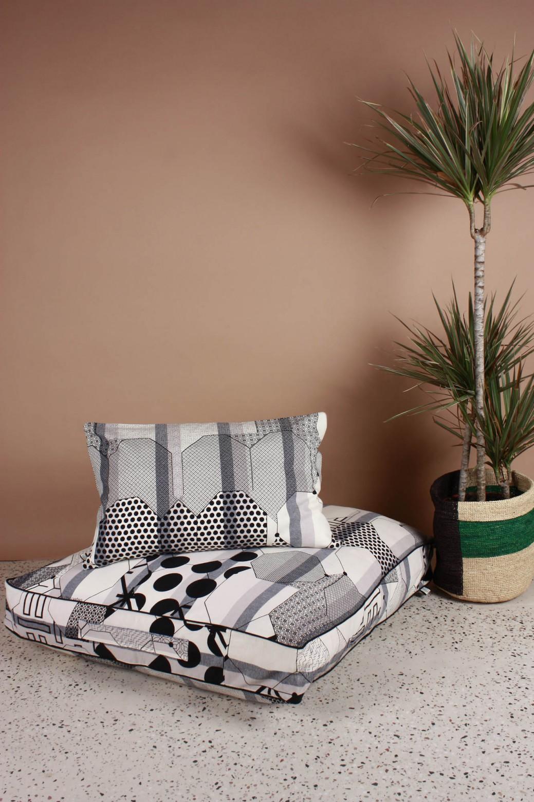 Miroir Black Cushion Cover